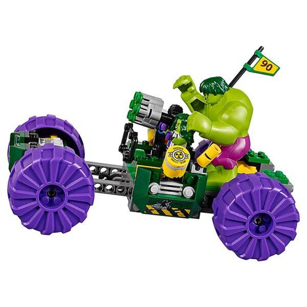 Lego Hulk vs. Red Hulk-3370