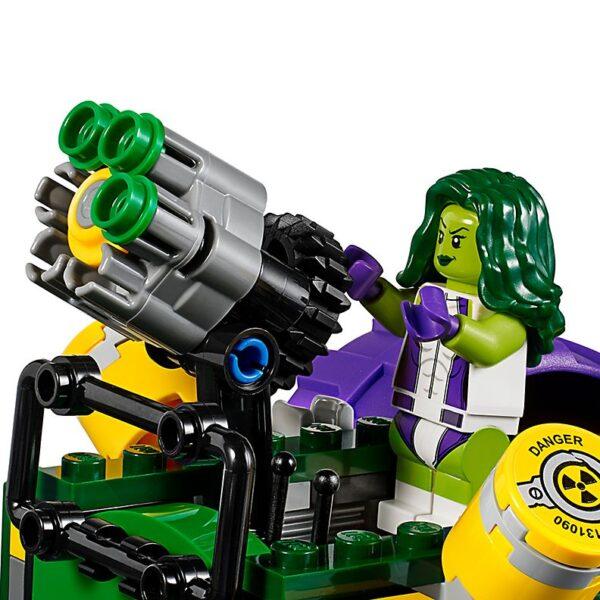 Lego Hulk vs. Red Hulk-3371