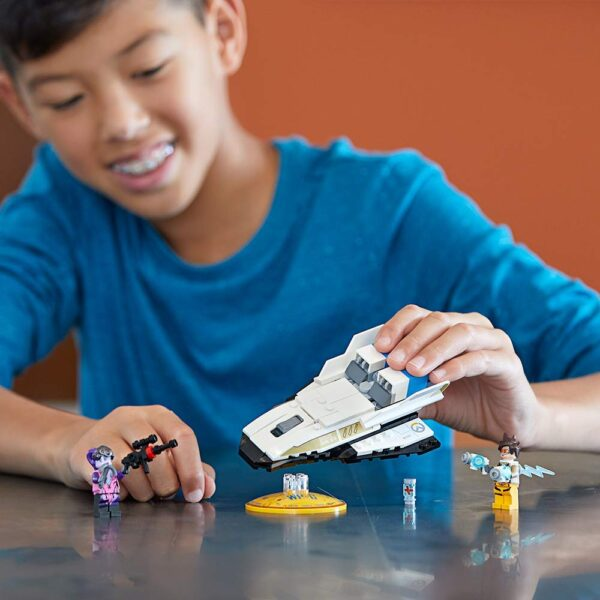 Lego Tracer vs Widowmaker-6679
