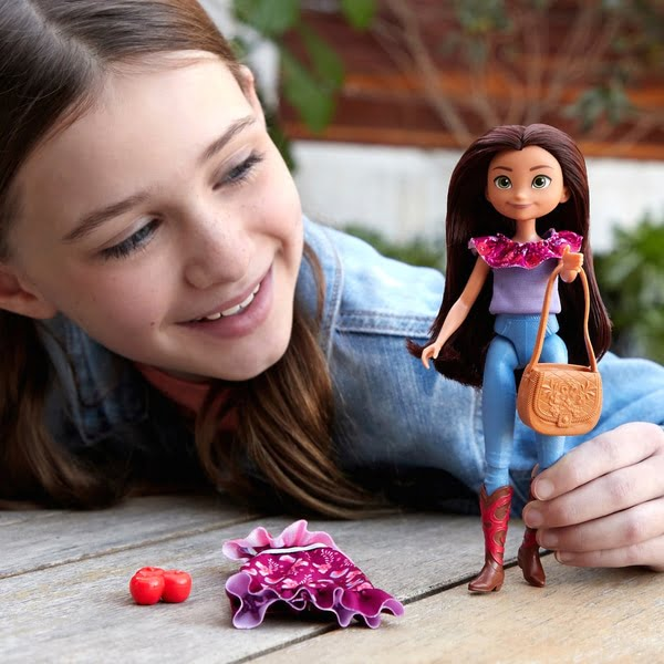 Dreamworks Spirit Untamed Lucky Doll with Fashion Accessories