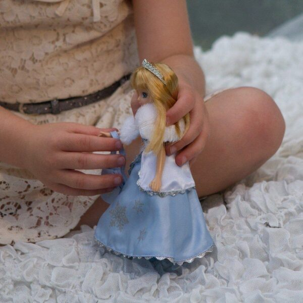 Snow Queen (Lottie Doll)