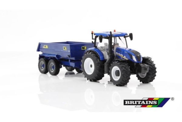 Britains New Holland T6 Tractor with Trailer Play Set